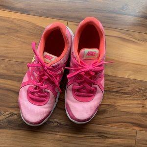 Nike revolution 2 women's size 6
